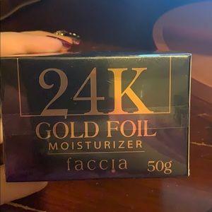 Faccia 24K gold foil moisturizer brand new in box